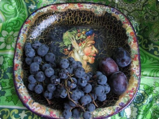 Блюдо для фруктов. Прямой декупаж, салфетки, двухшаговый кракелюр, лак, стекловидный лак.