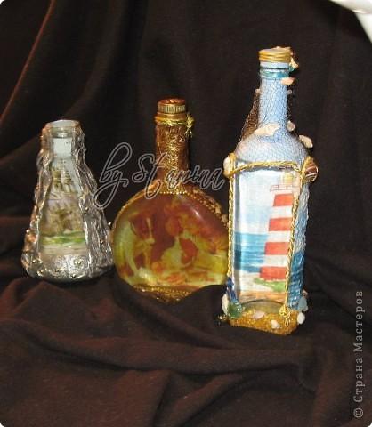 Мне очень нравится обратный декупаж..(правда я уже говорила об этом :)))) )... позвольте представить мои новые бутылочки...