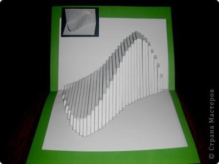 Киригами - это искусство изготовления фигурок и открыток из бумаги, с помощью вырезания и склеивания деталей. Бумажная архитектура (Origamic architecture) – это форма бумажного ремесла, основанная и развитая архитектором Масахиро Чатани (Masahiro Chatani) в 1980 году. Для изготовления используют листы бумаги или тонкого картона, которые надрезают и складывают. Наглядно, эти модели сравнимы с замысловатыми 'pop-up' - открытками. В отличие от традиционных pop-up-открыток, эти бумажные модели обычно надрезают и складывают из одного листа бумаги. Чаще всего разрабатывают трехмерные воспроизведения архитектуры, геометрические узоры и различные повседневные объекты и др. фото 21