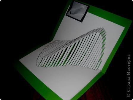 Киригами - это искусство изготовления фигурок и открыток из бумаги, с помощью вырезания и склеивания деталей.       Бумажная архитектура (Origamic architecture) – это форма бумажного ремесла, основанная и развитая архитектором Масахиро Чатани (Masahiro Chatani) в 1980 году.  Для изготовления используют листы бумаги или тонкого картона, которые надрезают и складывают. Наглядно, эти модели сравнимы с замысловатыми 'pop-up' - открытками. В отличие от традиционных pop-up-открыток, эти бумажные модели обычно надрезают и складывают из одного листа бумаги. Чаще всего разрабатывают трехмерные воспроизведения архитектуры, геометрические узоры и различные повседневные объекты и др.  фото 22