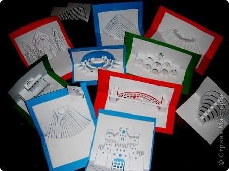 Киригами - это искусство изготовления фигурок и открыток из бумаги, с помощью вырезания и склеивания деталей. Бумажная архитектура (Origamic architecture) – это форма бумажного ремесла, основанная и развитая архитектором Масахиро Чатани (Masahiro Chatani) в 1980 году. Для изготовления используют листы бумаги или тонкого картона, которые надрезают и складывают. Наглядно, эти модели сравнимы с замысловатыми 'pop-up' - открытками. В отличие от традиционных pop-up-открыток, эти бумажные модели обычно надрезают и складывают из одного листа бумаги. Чаще всего разрабатывают трехмерные воспроизведения архитектуры, геометрические узоры и различные повседневные объекты и др. фото 1