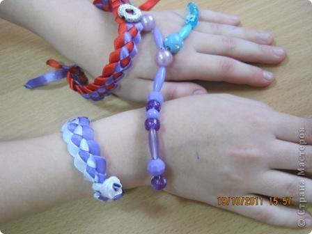 """В детском объединении  """"Свой стиль"""" наплели девчонки браслетиков... фото 4"""