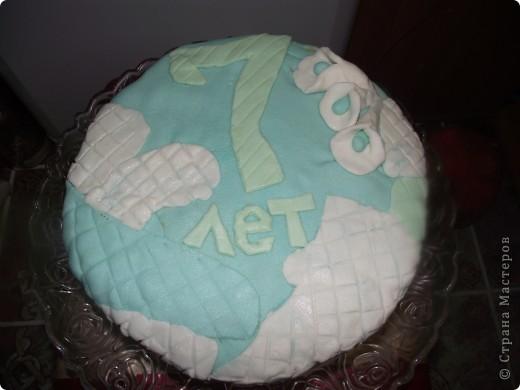 Решила на день рождения сынульки сварганить тортик..Попробовала работать с мастикой (первый блин как говорится комом). Мастику делала из маршмеллоу по этому рецепту  http://forum.say7.info/topic36631.html фото 1