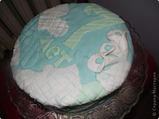Решила на день рождения сынульки сварганить тортик..Попробовала работать с мастикой (первый блин как говорится комом). Мастику делала из маршмеллоу по этому рецепту  http://forum.say7.info/topic36631.html фото 3