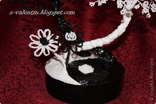 Бисероплетение - Бисерное деревце Инь и Ян из бисера.