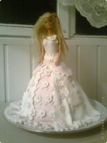 Виолетте-5 лет.Она маленькая принцесса. Хотелось для неё в подарок сделать что-нибудь интересное....Получилась вот такая Барби... Виолетте очень понравилось. фото 3