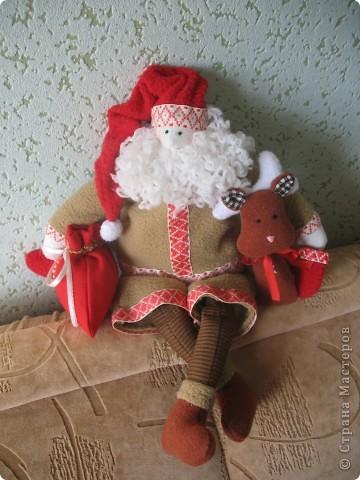 Мчат олени во всю прыть, Из Лапландии далекой Санта-Клауса везут, Бубенцы звенят в упряжке, слышишь этот тихий звук?  фото 3