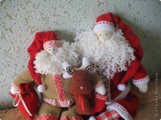 Мчат олени во всю прыть, Из Лапландии далекой Санта-Клауса везут, Бубенцы звенят в упряжке, слышишь этот тихий звук?  фото 1