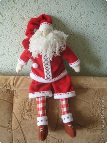 Мчат олени во всю прыть, Из Лапландии далекой Санта-Клауса везут, Бубенцы звенят в упряжке, слышишь этот тихий звук?  фото 2