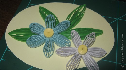 как же я рада что научилась делать такие петельчатые цветы и листья .. первый - беленький немного корявенький - а второй- голубой ,просто красавец!!  сама себя хвалю!!!благодарю всех мастериц ..за подсказки и главное ссылки ..!! фото 1