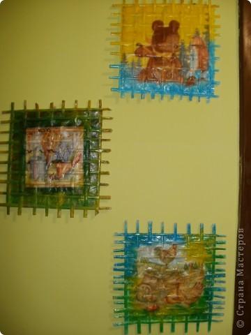 вот такие плетеночки и декупаж на них в коридоре повесила идею взяла у мастерицы смотрите тутhttps://stranamasterov.ru/node/155221 фото 1