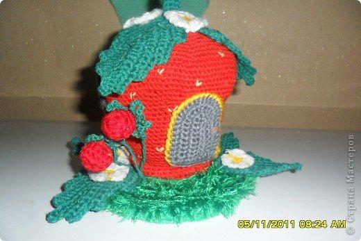 Связала я вот такой домик . Вяжут такой домик на сайте Амигуруми.