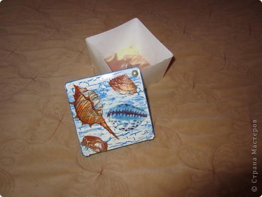 По просили меня сделать бутылочку в морской тематике для декора детской комнаты. Пока жду салфетки решила по экспериментировать  с коробочкой из под ватных палочек.  фото 4