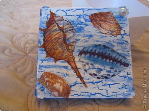 По просили меня сделать бутылочку в морской тематике для декора детской комнаты. Пока жду салфетки решила по экспериментировать  с коробочкой из под ватных палочек.  фото 6
