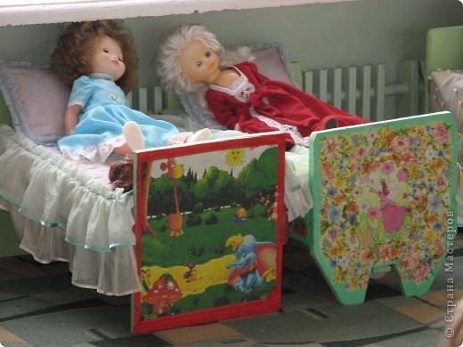 Было две обычных кроватки для кукол, покрашенных салатовым цветом и вот что в итоге получилось.  Фото в интерьере дет.сада фото 1