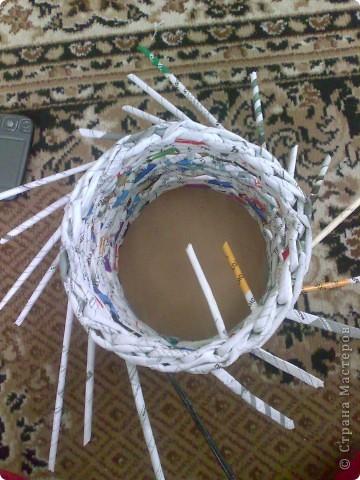 Мастер-класс Плетение МК для Насти Как я делаю дырявую корзину Бумага журнальная фото 41