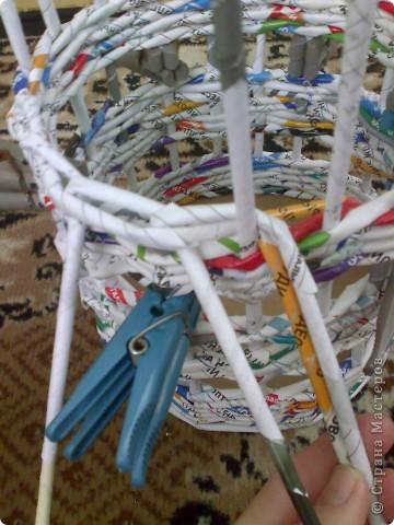 Мастер-класс Плетение МК для Насти Как я делаю дырявую корзину Бумага журнальная фото 32