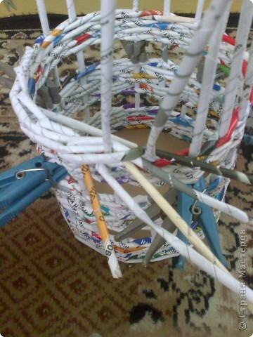 Мастер-класс Плетение МК для Насти Как я делаю дырявую корзину Бумага журнальная фото 34