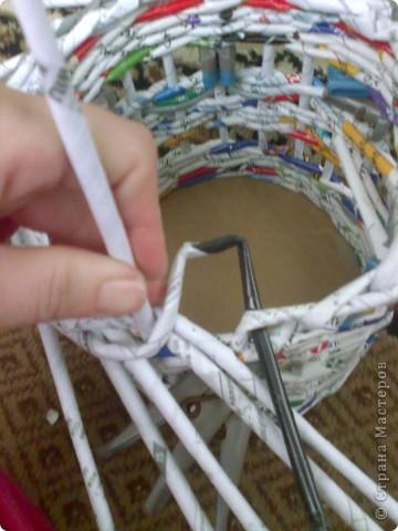 Мастер-класс Плетение МК для Насти Как я делаю дырявую корзину Бумага журнальная фото 36