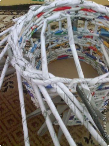 Мастер-класс Плетение МК для Насти Как я делаю дырявую корзину Бумага журнальная фото 37
