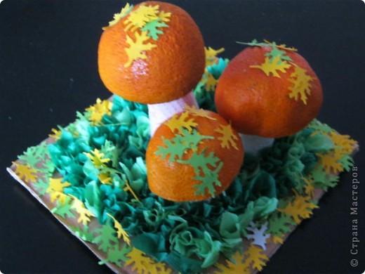 Здравствуйте, дорогие Мастера!Хочу рассказать, как мы с внучкой занимались творчеством. Был тут материал о том как делать грибы, а в комментариях Олеся  https://stranamasterov.ru/user/22863 рассказала, что у них в саду делали грибочки с небольших апельсинов, ну как же не попробовать! фото 3