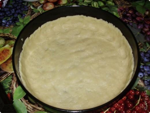 Пирог можно делать с любыми фруктами и ягодами по вашему вкусу. Свежими или консрвированными.  Из замороженной вишни пирог получаеться  немного мокроват ,но на вкус это ни как не влияет.  Приятного аппетита !  С нетерпением буду ждать отзывов !  фото 2