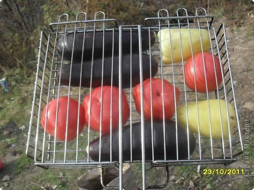 Девочки, здравствуйте! Хочу показать Вам замечательную закусочку под шашлычок и не только. Вкусно и низкокаллорийно. Берем овощи: перец, баклажаны и помидоры.