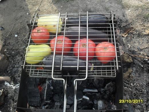 Девочки, здравствуйте! Хочу показать Вам замечательную закусочку под шашлычок и не только. Вкусно и низкокаллорийно. Берем овощи: перец, баклажаны и помидоры. фото 2