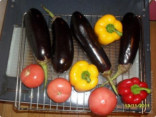 Девочки, здравствуйте! Хочу показать Вам замечательную закусочку под шашлычок и не только. Вкусно и низкокаллорийно. Берем овощи: перец, баклажаны и помидоры. фото 8