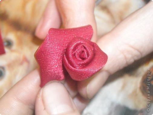 """Меня часто спрашивают,как я собираю такие розы,перед тем как создать и опубликовать этот МК я просмотрела все МК в теме """"Цумами -канзаши"""",моего способа не нашла,но если вдруг пропустила,подскажите,пожалуйста,и я всегда готова удалить лишнее. фото 6"""