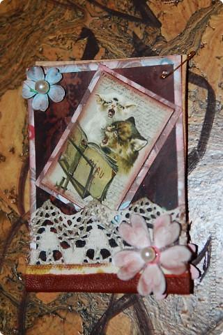 Вот такая персональная карточка родилась для Киски Карлы на тему винтажа и кошек. Дизайнерский фон, тонировка патиной коричневой, тесьма, натуральная кожа, жемчужины.... фото 1