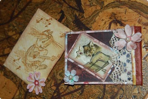 Вот такая персональная карточка родилась для Киски Карлы на тему винтажа и кошек. Дизайнерский фон, тонировка патиной коричневой, тесьма, натуральная кожа, жемчужины.... фото 3