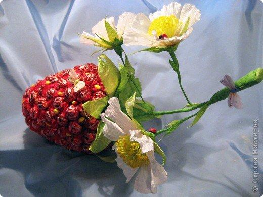 Ягоды из конфет и гофрированной бумаги своими руками мастер класс 48
