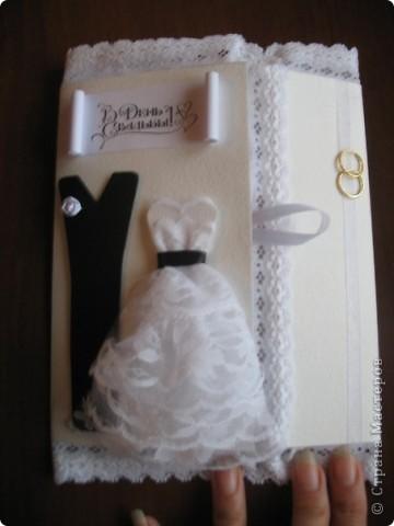 Вызвалась делать открытку на свадьбу, но нужна была такая открытка чтобы ВАУ!!!!)))) Пересмотрела много открыток у мастериц, и вот что получилось! Тут пока не хватает большой белой бусинки на которую она закрывается.... фото 1
