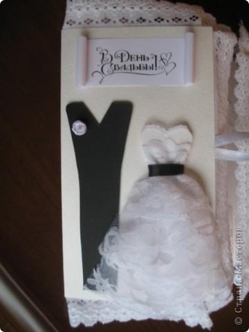 Вызвалась делать открытку на свадьбу, но нужна была такая открытка чтобы ВАУ!!!!)))) Пересмотрела много открыток у мастериц, и вот что получилось! Тут пока не хватает большой белой бусинки на которую она закрывается.... фото 2
