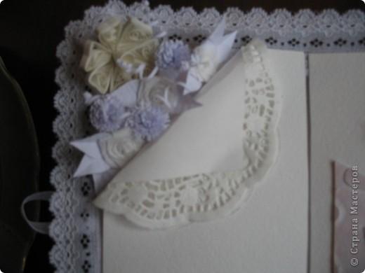Вызвалась делать открытку на свадьбу, но нужна была такая открытка чтобы ВАУ!!!!)))) Пересмотрела много открыток у мастериц, и вот что получилось! Тут пока не хватает большой белой бусинки на которую она закрывается.... фото 6