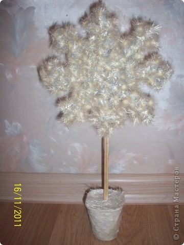 Как и многим мастерицам мне тоже захотелось сделать что-то новогоднее и придумалась такая вот снежинка! фото 8