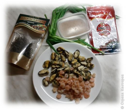 Любителям японской кухни посвящается =) Мисо-суп из морепродуктов. Обожаю его! Ингридиенты, конечно, специфические, в простом магазинчике не купишь, но если постараться, то можно найти =) фото 2