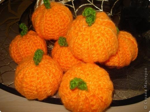 Всем здравствуйте! Проводили со своими детками праздник на английском языке Halloween. В качестве памятного сувенира приготовила вот такие тыквочки.