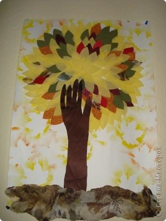 """Всем здравствуйте! В нашем центре традиционно каждый октябрь проводится праздник осени. Детки не только показывают, чему научились в нашем центре развития, но и вместе с родителями готовят стихотворения, рисуют рисунки, делают поделки. Представляю Вашему вниманию некоторые поделки (возраст деток 3-6 лет). Шляпка сделана по МК из Страны Мастеров. Наша """"осень"""" сразу примерила ее на празднике.  фото 12"""