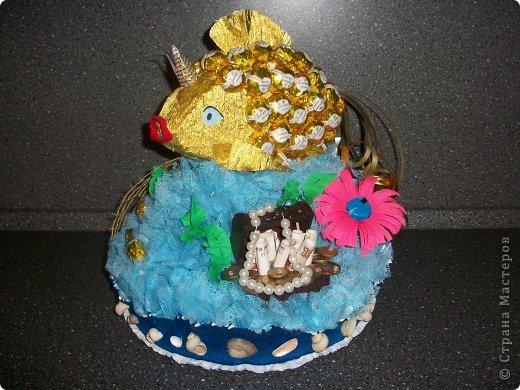 """Вот ОНА - моя красавица, моя золотая рыбка! Сделала я такую рыбку специально для своего папочки на День Рождение. Он любит у меня рыбалку и, как говорится, """"Плох тот рыбак, который не мечтает поймать золотую рыбку"""" )))) Поменяла фон, все-таки фон имеет большое значение! фото 1"""
