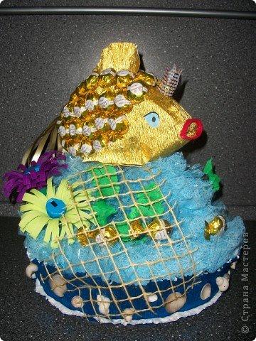 """Вот ОНА - моя красавица, моя золотая рыбка! Сделала я такую рыбку специально для своего папочки на День Рождение. Он любит у меня рыбалку и, как говорится, """"Плох тот рыбак, который не мечтает поймать золотую рыбку"""" )))) Поменяла фон, все-таки фон имеет большое значение! фото 3"""