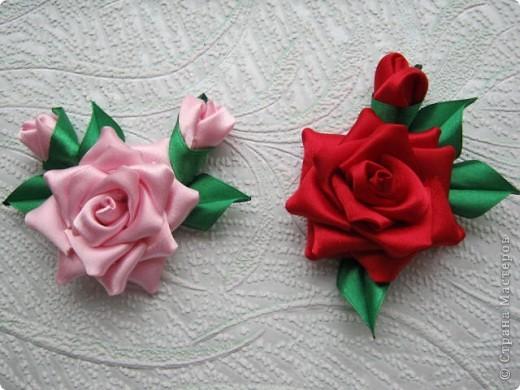 Добрый день, спешу показать свои розочки, вот мои исследования по ткани, красная из креп сатина, а розовая просто из атласа, больше понравился креп сатин, она и больше размером и как то жестче. фото 1