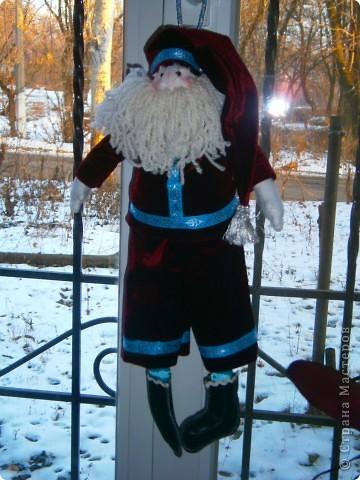 Подготовка к новому году идет полным ходом. Снеговиков налипили, теперь  Санта (кто же принесет подарки?)   фото 1