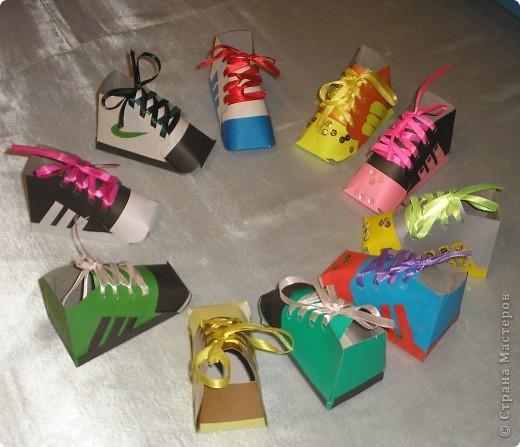 Сделали кеды и ребята решили,что можно их использовать как карандашницы. фото 1