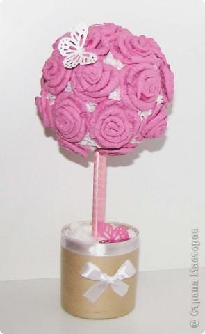 Очень понравилось делать такие декоративные деревца из салфеток!Это сделала в подарок друзьям на новоселье,как ни странно угадала с цветом!)) фото 1