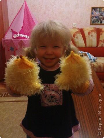 Довязала доче вот такие рукавички-ежики. фото 2