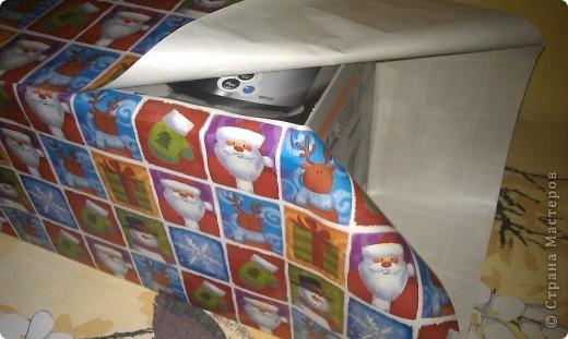 Нам понадобится: сам подарок бумага ножницы двойной скотч  фото 2