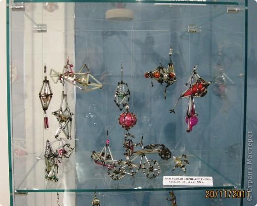 Вот такие ёлочки-красавицы!! С нарядами разными, яркими, блестящими... фото 11