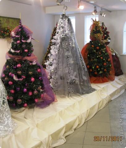 Вот такие ёлочки-красавицы!! С нарядами разными, яркими, блестящими... фото 1